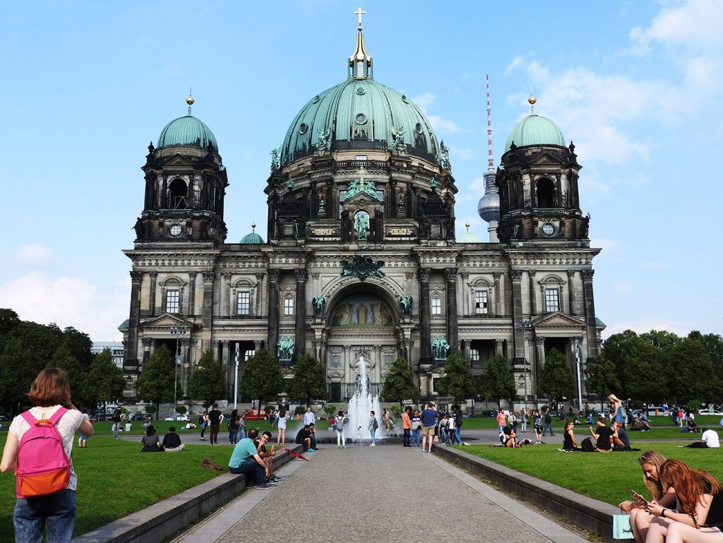Visit Museum Island on Berlin Bus #100