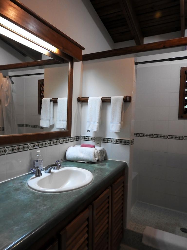 Cocolobo Hotel Roatan Bathroom