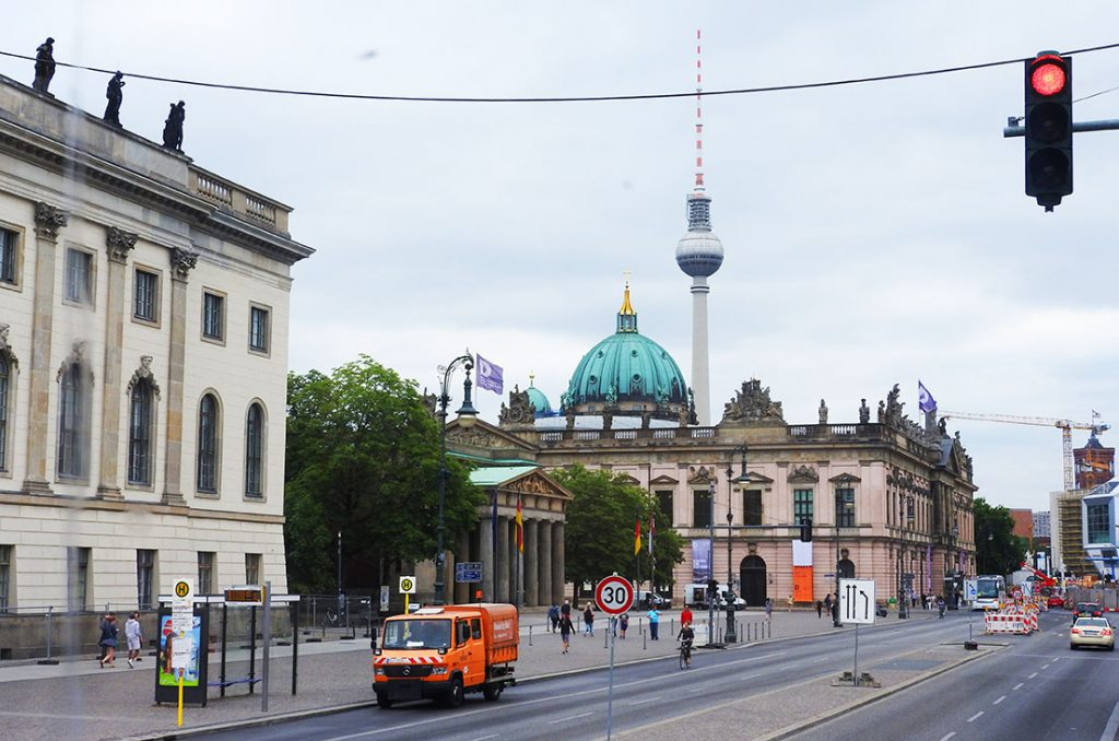 Buy the Right Ticket for Berlin Sightseeing on Bus #100