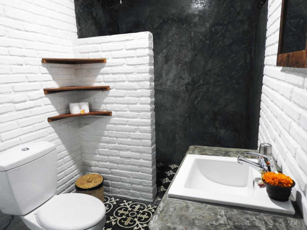 Bathroom at Sunflower Stay and Surf Hotel in Canggu, Bali